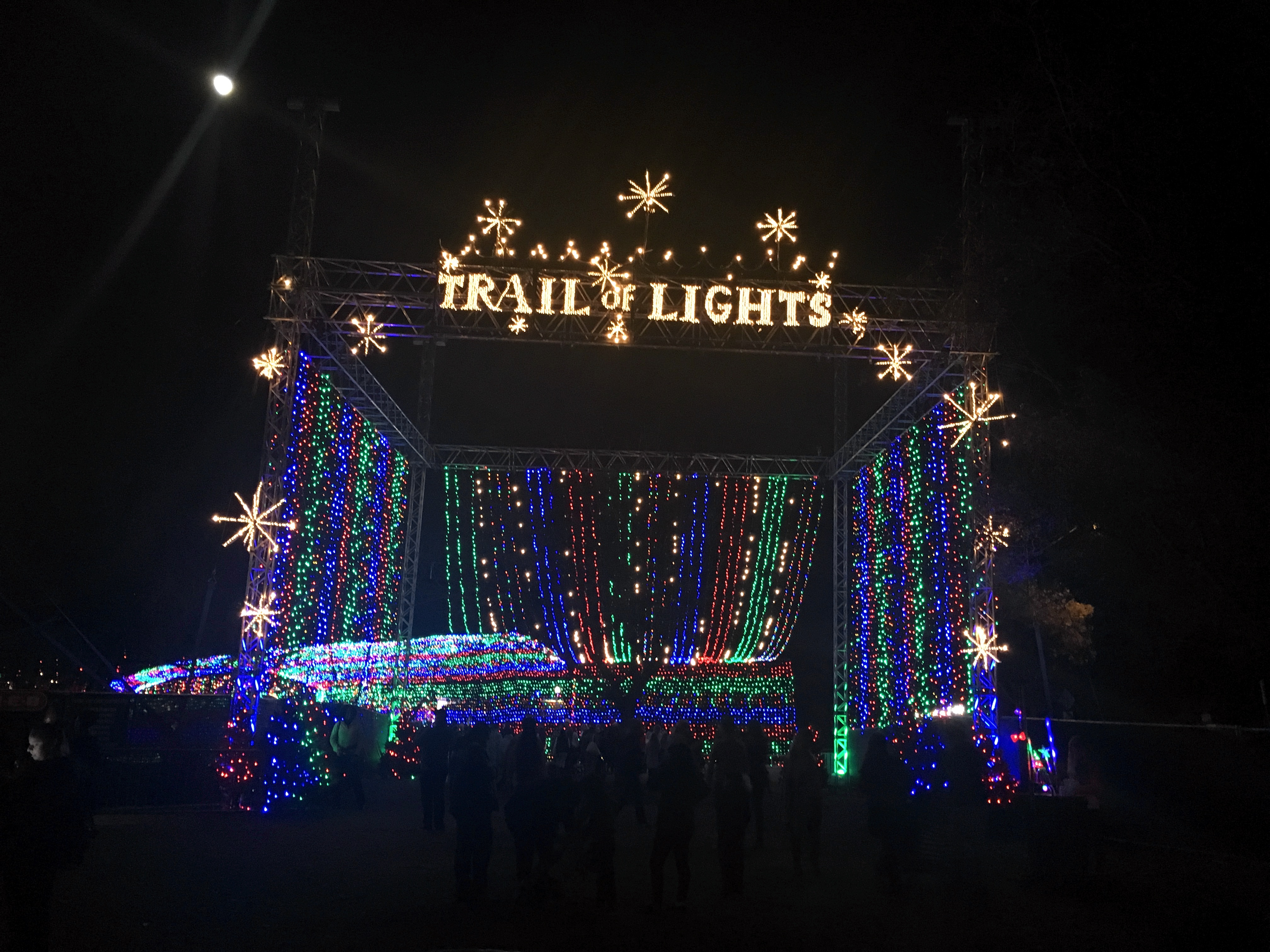 trail-of-lights-01